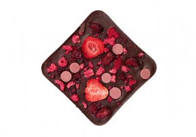 Темный шоколад с ягодной карамелью