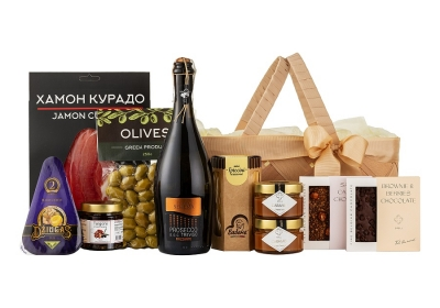 Big Picnic Basket with cheese and salted caramel